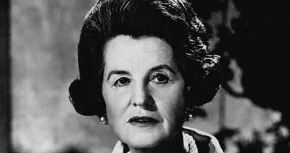 Rose Kennedy nem nézte jó szemmel, hogy fia, John Kennedy Jacqueline Bouvier-t választotta feleségének. Bár a mélyen hívő asszony sosem intézett nyílt támadást menye ellen, amikor Jackie el akarta hagyni férjét, durván megfenyegette.
