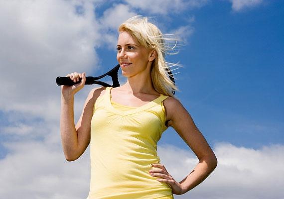 A félrebillentett csípő a darázsderekat hangsúlyozza, mely a nők egyik legvonzóbb tulajdonsága.