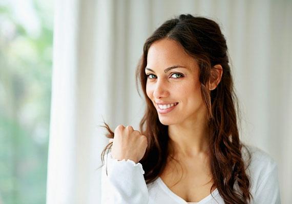 A csukló környéke a finom bőr miatt a női test egyik legerotikusabb tája. Főleg belső felének felmutatása hatásos hívójel.