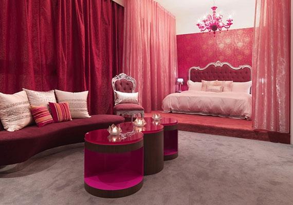 Minden színnek más a hatása. Míg a vörös árnyalatai felszítják a szenvedélyt, a rózsaszín lelohasztja, ezért inkább ne keverd őket.