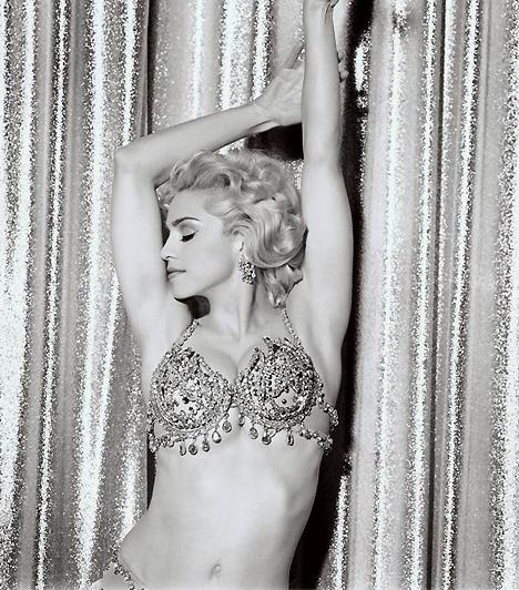 MadonnaMadonna nemcsak élő popikon, de erotikus videóival és képeivel már a katolikus egyház türelmét is többször próbára tette. Ő az a szexlegenda, aki időről-időre képes megújulni, és minden évtized erotikus trendjére hatással van.Kapcsolódó érdekesség:Szemérmetlenül tárta szét combjait Madonna »