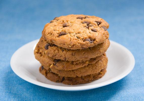 Ruth Wakefield étteremtulajdonos 1930-ban csokis kekszet készített, de elfogyott a tortabevonója, amit bele kellett volna olvasztani, így táblás csokit reszelt bele, ám az nem olvadt meg teljesen.