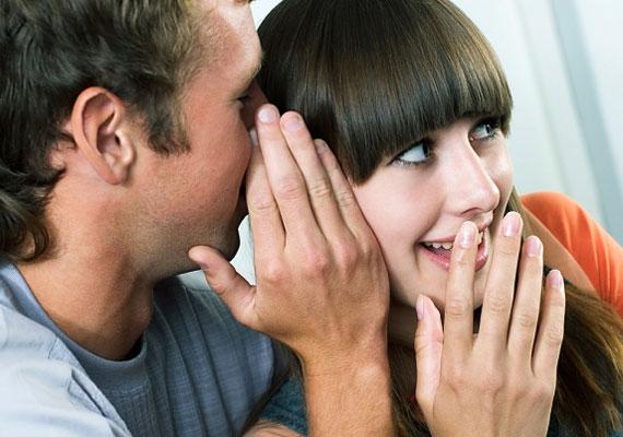 Bár a pletykálkodást a nőkhöz kötik elsősorban, azért többnyire a férfiak is vevők egy-egy izgalmas sztorira.