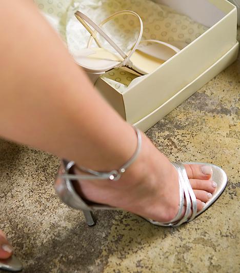 Lábfej  A szép, ápolt lábujjak ugyanúgy vonzóak lehetnek, mint a kéz. Bár változó, hogy a férfiak szeretik, vagy éppen idegenkednek a lakkozástól, ezzel még szebbé varázsolhatod a lábad. Ügyelj azonban arra, hogy ha rendszeresen rosszul választasz cipőt, az idővel maradandó nyomot is hagyhat a lábujjaidon.