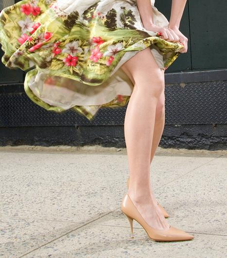 Lábszár  A vaskos, izmos férfivádlival szemben a női lábszár kecses, melynek imádják a látványát. Megéri tehát annyit agyalnod a megfelelő szőrtelenítési stratégián, ha csábítani szeretnél, de egy színes harisnyával is vonzóbbá teheted a lábad.