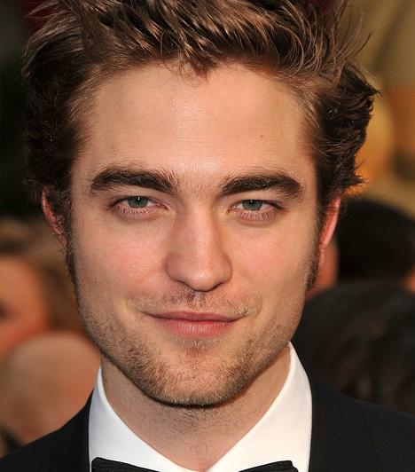 Robert PattinsonÚgy fest, a kor ideálját a karakteres arcél helyett a lágyabb androgün vonások jellemzik. Mindenesetre Robert Pattinsonnál szerelmesebb vámpírt még nem alkotott a filmtörténelem: a 21. századra a vérszomjas vámpír is megszelídült.Kapcsolódó cikk:Az elmúlt 100 év legszexibb vámpírjai »