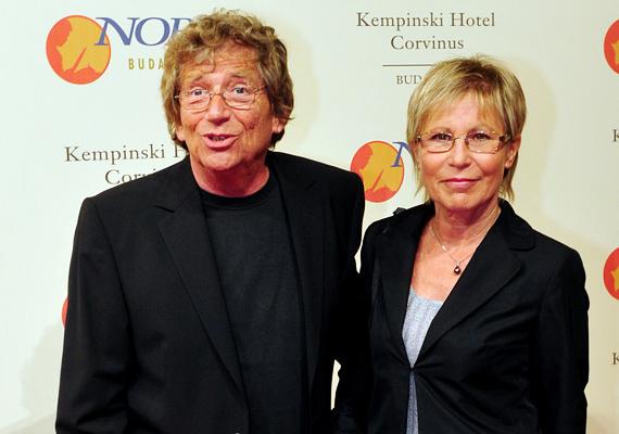 Kern András és felesége, Judit immáron 38. éve együtt vannak, boldogságban. A színész egy alkalommal elárulta, kapcsolatukban felesége az, aki szervez, aki mindenről, így róla is gondoskodik, és rendet tart az életükben.