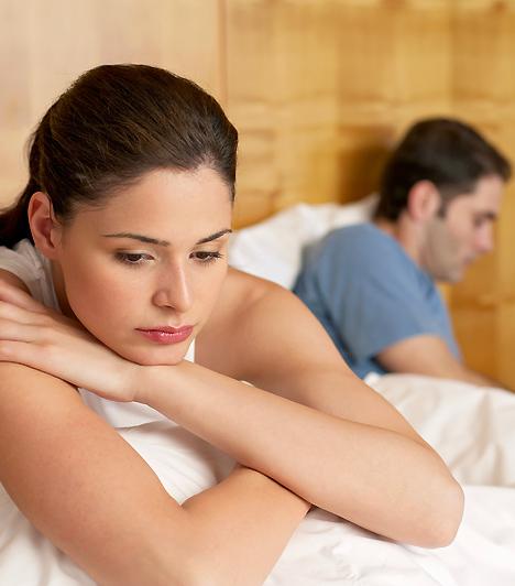Nincs szex  Ha párod már az ágyban is visszautasít, az egyértelmű jele lehet annak, hogy valaki más lopta be magát a szívébe helyetted. A hűtlenség ugyanis sokszor azzal jár, hogy a férfi lelkiismeret-furdalásból partnerével nem képes ágybabújni.