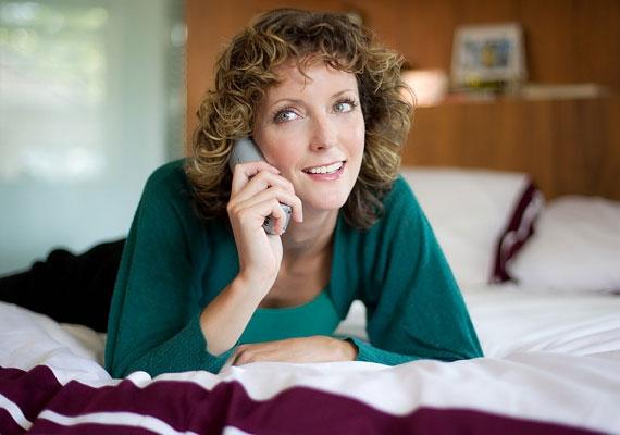 Nem tanácsos felhívnod az ismeretlen számokat sem a telefonjában, és rákérdezned annál, aki felveszi, hogy ugyan ki ő, és mit akar a párodtól. Ki akarja a pasidat? »