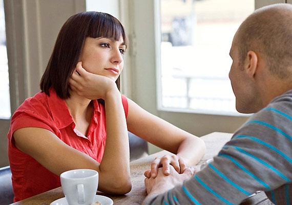 A legcélravezetőbb, ha vádaskodás és dramatikus felhangok nélkül elmondod neki, hogy mi az, ami zavar a viselkedésében. Így van a legtöbb esélyed arra, hogy ha vaj van a füle mögött, valljon, ha nem is azonnal.