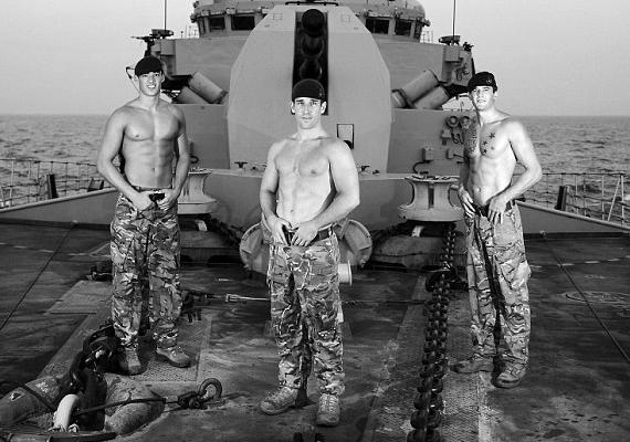 Mivel a tengerészeti kommandósokról van szó, természetesen a fedélzeten is készült néhány fotó.