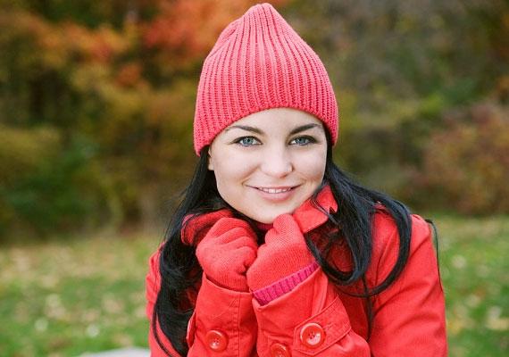 A piros szín erőt és vitalitást sugall, extrovertált és kissé agresszív személyiséget rejt. Ha viszont egyébként visszafogott vagy, a vörös viselése a melegségre való vágyról árulkodik.