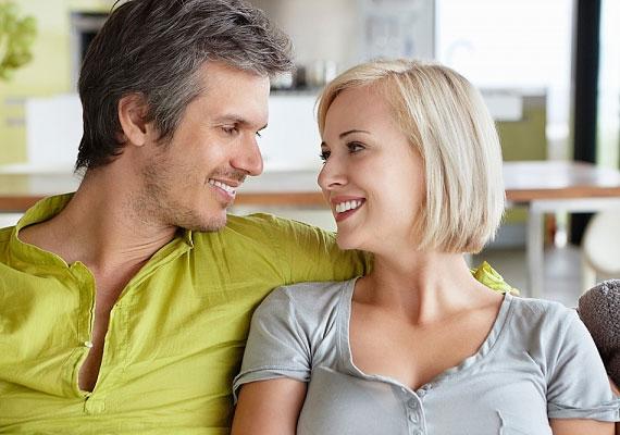 Érdemes a mosolyotokat is megfigyelned. Minél szélesebb, annál nagyobb elégedettségről árulkodik.