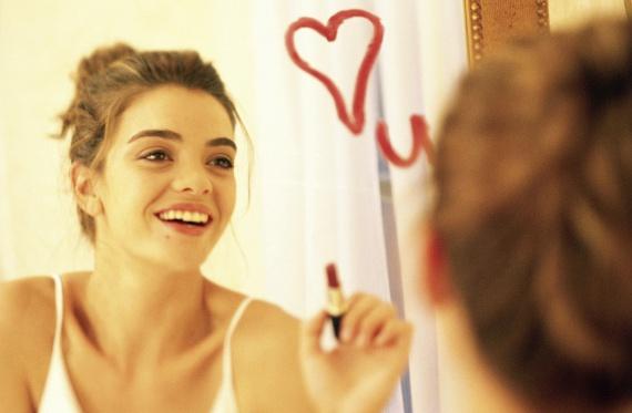 A legtöbb nő megnézi magát a tükörben, és ez így van rendjén. Szex közben hatalmas energiák szabadulnak fel, ami segíti a lelki békéd helyreállítását. Ez pedig jó hatással van az önbecsülésedre. Persze a szex utáni haj minden nő arcára mosolyt csal.