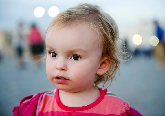 Aki a gyerekét teszi saját képe helyére, megmutatja a világnak, akire büszke, de a fotó birtoklási vágyat is tükröz: tessék, ő az enyém.