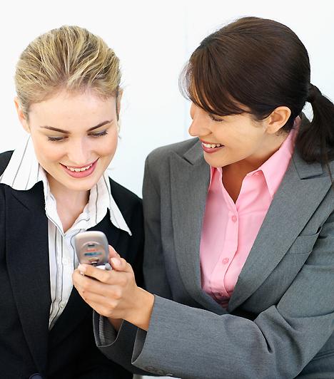 Intim viszony  Nem kell tartózkodnod attól, hogy egyes munkatársaiddal apró, személyes információkat is megossz, de válaszd meg, kivel teszed ezt! A közeli viszony kialakítása könnyebb a veled azonos beosztásúakkal, és így a többiek sem néznek rád rossz szemmel, hiszen nem a főnökséggel bizalmaskodsz.