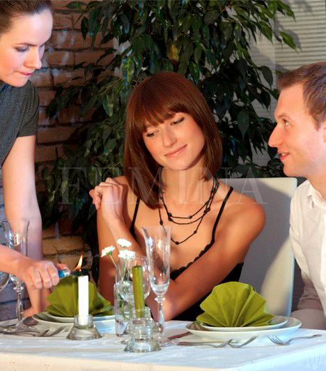 Más nőket bámul  Nagyon egyértelmű jel, ha a pasi a randin más nőket bámul, és nem azt, akivel érkezett, hiszen ha tetszene neki az illető, akivel van, és meg akarná hódítani, csakis és kizárólag rá koncentrálna. Ha ezt tapasztalod a pasin, akkor sajnos nem nagyon érdekled.