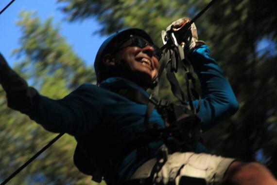 San Juan, kötélpálya. Norma Tim születésnapja alkalmából a megfelelő biztonsági intézkedések mellett suhant egyet a kalandpark drótkötélpályáján.