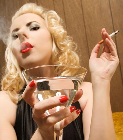 Füstölgés  Néhány cigaretta még belefér, főleg, ha a pasi is dohányzik. De senkinek nem áll jól, ha úgy füstöl, mit egy gyárkémény.