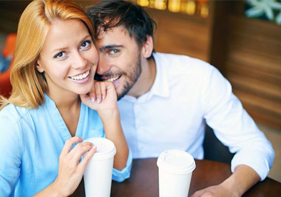 A jó humorú nőSzintén vonzza a férfiakat az a nő, akinek jó humora van, aki mindig képes nevetésre bírni a másikat. A pasiknak ugyanis tetszik, hogy mellette vidámak lehetnek.