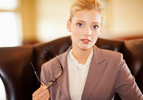 Az üzletasszony  Határozottság, magabiztosság, céltudatosság - mindez szexi kosztümbe bújtatva. A pasik fantáziáját feltüzelik az üzlet világában tevékenykedő nők, ám nem foglalkozásuk, hanem fellépésük miatt.