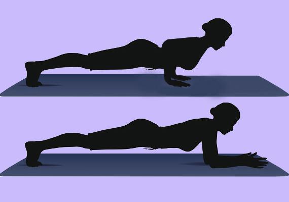 Szűk mellső fekvőtámasz & plankA Chaturanga Dandasana, vagyis a szűk mellső fekvőtámasz - fent - és a plank - lent - póz felváltva történő ismétlése azon szexpózokra edz, melyek során felül elhelyezkedve hosszasan kell tudni tartani magad. Így nem fáradsz el, és az élvezetre koncentrálva csodás orgazmusod lehet.Feküdj hasra, tenyereid helyezd a matracra, karod pedig szorosan magad mellé. Lábfejed legyen merőleges a földre. Nyomd fel magad addig, hogy a könyököd derékszögben legyen, majd ebből az állásból ereszkedj plank állásba, azaz alkarod tedd vízszintes helyzetben a matracra.