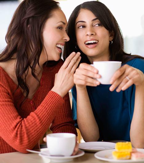 Oszd meg a titkaid  Egy jó barát a súlyos, komoly titkokon át az apró pletykákig mindenre kíváncsi, amit szeretnél megosztani vele. Ne tartsd tehát meg magadnak sem az izgalmas, sem a szomorú információkat, hiszen ha így teszel, azzal falat emelsz magad köré.