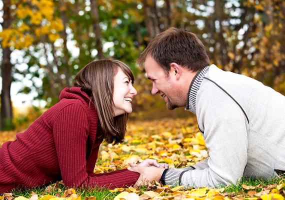 A pasi tekintete csókjához hasonlóan sokat elárul érzelmeiről. Ha ragyog a szeme, amikor rád néz, egyértelműen szerelmes.