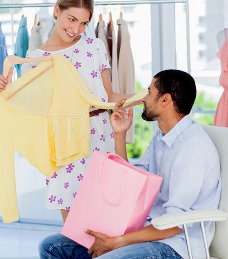 Hosszas vásárlás                         Míg a nők imádnak boltról boltra járni, cipőket és ruhákat próbálgatni, illetve akár egy teljes napot shoppingolással tölteni, az átlag férfi számára ez egyet jelent a kínok kínjával. A végkimerülésig járni az üzleteket a pasi számára maga a pokol, még akkor is, ha a nő azért viszi magával, hogy eltöltsenek együtt egy szuper napot, és olyan ruhákat válasszon, melyek a férfinak is tetszenek.