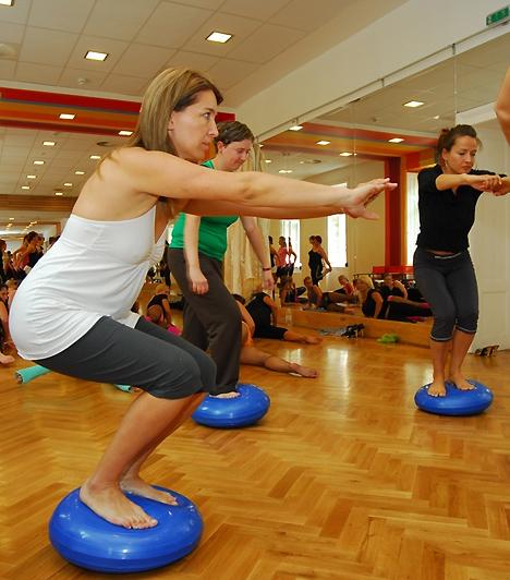 Balett- és táncművészek is hozzájárultak a mozdulatsorok kialakításához.