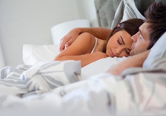 Nem szabad a szerelmet hagyni elsüllyedni a hétköznapok egyformaságában. Ha a munkanapok el is viszik az energiát, és a fáradtság aludni csábít, a romantikázásra akkor is kell időt szánni.
