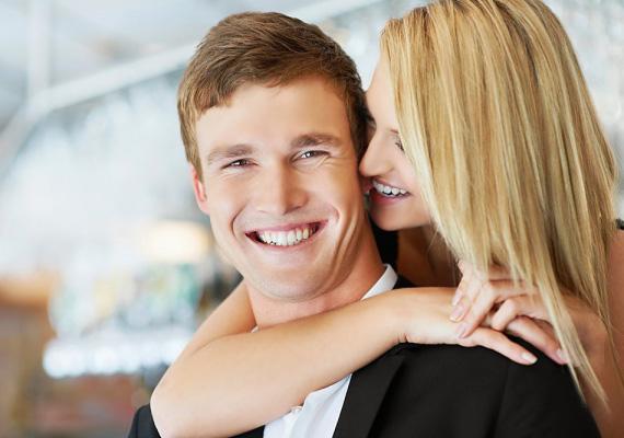 Próbálj még a reggeli rohanás ellenére is megállni egy pillanatra, és hosszan megölelni a párod. A férfi számára az ölelés ideális hossza hét másodperc. Ennyi idő kell, hogy megérezze, az ölelésen keresztül adtál neki valamit.