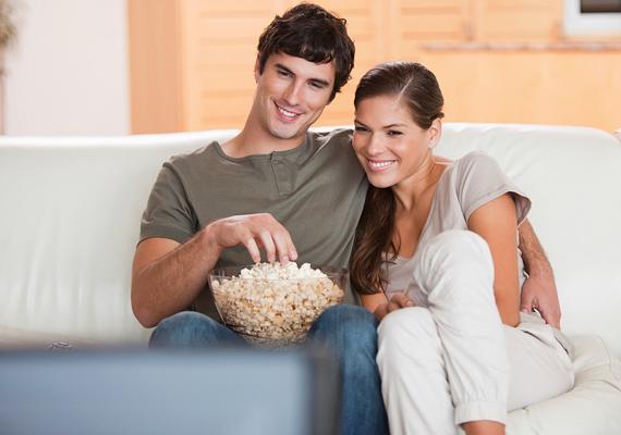 Várhatod egyik nap a kedvenc filmjével és egy tál pattogatott kukoricával is. Jólesik esténként a kanapén összebújva kikapcsolódni.