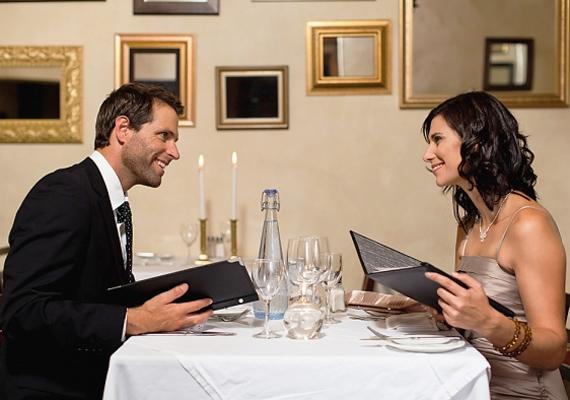 Szervezz meglepetés vacsorát, vagy akár egy randit, amire külön érkeztek! A régi idők visszaidézésével újból lángra gyújthatod a tüzet.