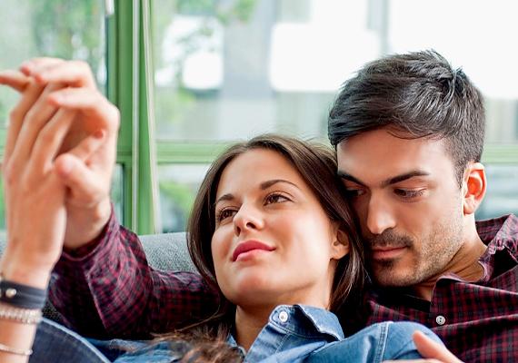 Ha a férfi szívesen szagolgatja a nyakad vagy a hajad, nyert ügyed van: vonzalmát az ott távozó feromonok okozzák, amik úgy tűnik, rabul ejtették.
