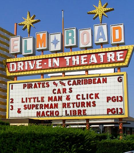 Elm Road autós mozi - OhioHa a szervezett romantika helyett inkább a kalandok és a spontaneitás híve vagy, Amerika a neked való hely! Egy road movie hangulatban megejtett szeretkezés kihagyhatatlan élmény. Béreljetek egy klasszikus amerikai kocsit, és látogassatok el az ohioi Elm Road autós moziba. Miközben mindenki a filmre figyel körülöttetek, bőven lesz időtök kényeztetni egymást.