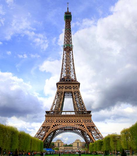 Eiffel-torony - PárizsAz Eieffel-torony fallikus szimbólumnak sem utolsó, bár ami az együttlétet illeti, jobb, ha inkább a nevezetességre néző romantikus hotelszobában örültök egymásnak. Ez a terv akkor is könnyen megvalósítható, ha kevésbé vagytok merészek.Kapcsolódó cikk:Párizsban jártunk »