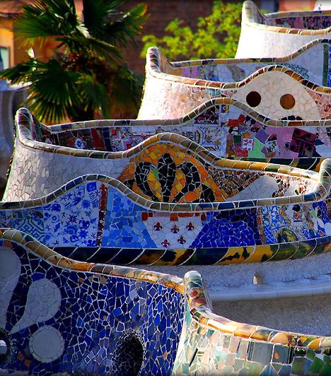 Güell park - BarcelonaA Vicky Christina Barcelona óta a katalán főváros is felkerült a szerelmesek kihagyhatatlan úti céljainak listájára. Ha elég merészek vagytok, egy éjszakai együttlét a Güell parkban életre szóló emlék lehet, feltéve, hogy kellőképpen néptelen órát választotok.Kapcsolódó galéria:A világ legszebb kertjei »