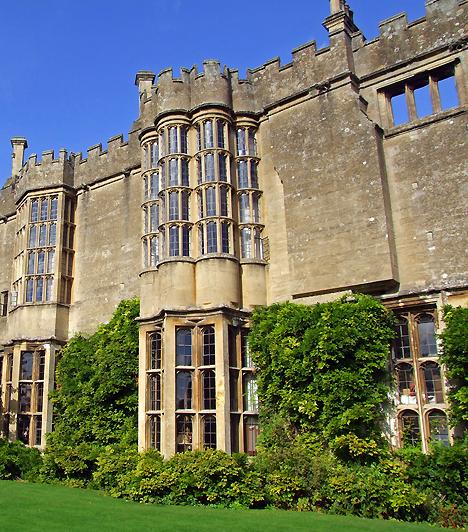 Thornbury Castle Hotel - AngliaAz angol romantika hangulatától megérintve nem csoda, ha elragad benneteket a szenvedély. Ha szeretnél egy úri lakosztályban, baldachinos ágyban szexelni, látogassatok el az Anglia déli csücskén található Thornbury kastélyszállóba!Kapcsolódó cikk:Vérforraló, romantikus, kihagyhatatlan élmény »