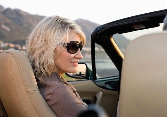 A napszemüveg épp az arcod legfontosabb elemét, a szemedet rejti el - pedig az a lelked tükre.