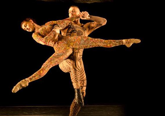 Az előadásban sztárvendégként a brazil Grupo Corpo táncol a Budapest Táncfesztiválon, amely április 19-29. között kerül megrendezésre.Fotó: Jose Luiz Pederneiras