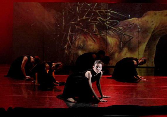 A Szegedi Kortárs Balett a Stabat Materrel lép színre 2013. április 26-án a Nemzeti Táncszínházban.Fotók: Kocsis Judit