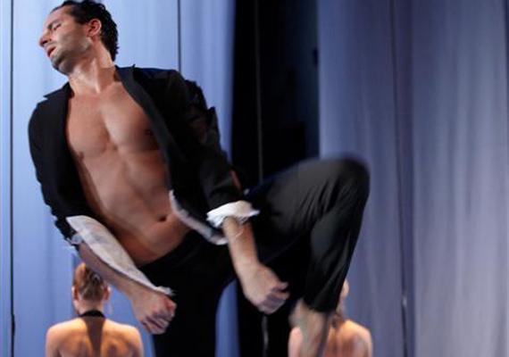 Bajári Levente                         A Magyar Állami Operaház első magántáncosa, több kortárs darabban táncol, így a Feledi Projekt Puccini: Le Villi/Lidércek című előadásban is - képünkön.