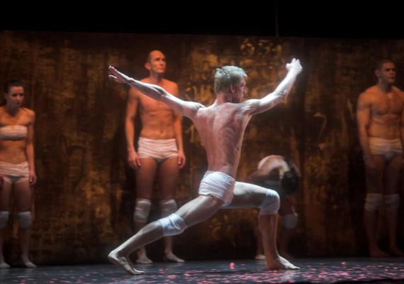 Czár GergelyA Szegedi Kortárs Balett táncművésze, a Mennyei város és A katona élete című előadásban látható.