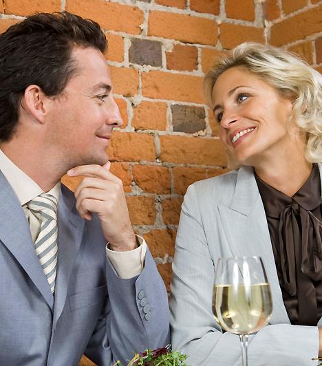SzemezésHa a pasi tüzes szemcsatába kezd veled, a legjobb, amit tehetsz, ha élvezettel ugrasz fejest a dologba. Biztos lehetsz benne, hogy nyert ügyed van, már csak arra kell ügyelned, hogy te is nyíltan válaszolj kihívó gesztusaira.Kapcsolódó cikk:4 szexi tipp az első randira »
