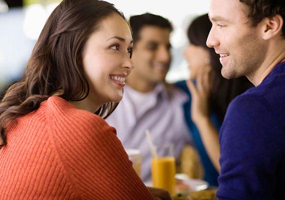 Dicsérd meg, ha van rá okod. Persze, nem kell túlzásokba esni, de, aki jó érzést ad a másiknak, annak szívesen vannak a társaságában.