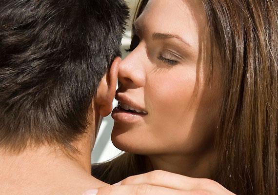 A férfiak fülei sokszor jóval érzékenyebbek a nőkénél, elsősorban a fülcimpa, illetve a fül mögött található bőrfelület.