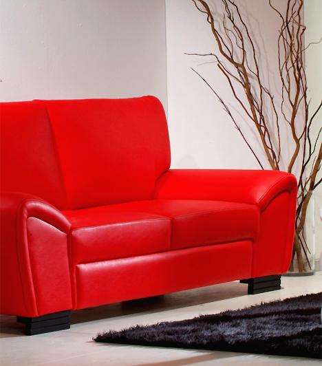 BútorokNincs romantikusabb, mint egy hosszas szeretkezés a hálószobában. Időnként azonban nem árt egy kis vérpezsdítő változatosság: járjátok végig a lakás összes helyiségét, és kísérletezzetek a bútorokkal! Merítsetek ötletet a berendezési tárgyakból újabb és újabb szenvedélyes pozíciókhoz.