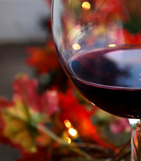 Testes vörösbor  A vacsora nem lehet tökéletes egy pohár ízletes vörösbor nélkül. Az ital segít ellazulni, emellett pedig csekély mértékben fogyasztva vágykeltő hatása is van, úgyhogy egy hosszú, fárasztó nap után is lángra lobbanthatod vele partnered vágyát.
