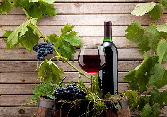 Egy kevés vörösbor is szárnyakat adhat a vágynak.